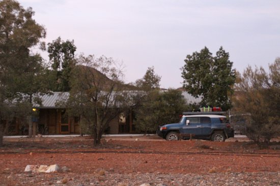 Arkaroola, Australia: Our room was hidden behind those trees the other probably have a lovely view