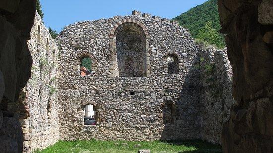 Fruska Gora Monasteries: interno delle mura