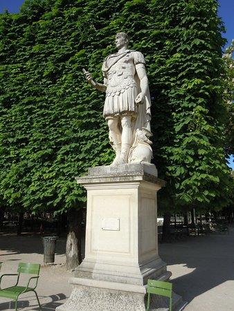 "La statue ""César"""