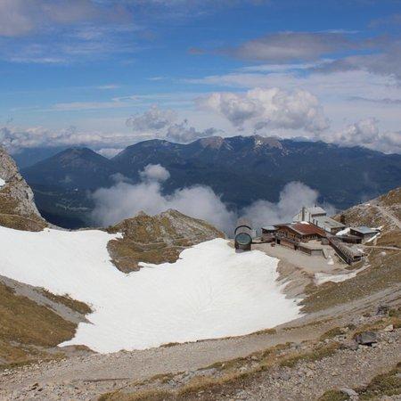 Mittenwald, Allemagne : Riesenfernrohr von Panoramarundweg