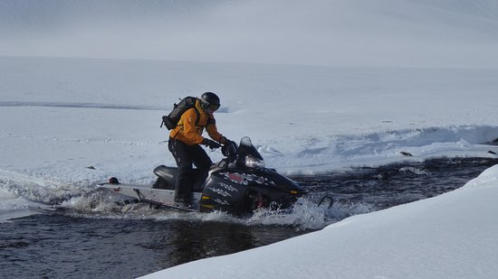 Olafsfjordur, Исландия: With the Snowmobile through the river