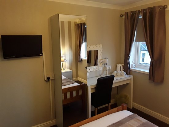 Manchester House: room 9 small family en-suite