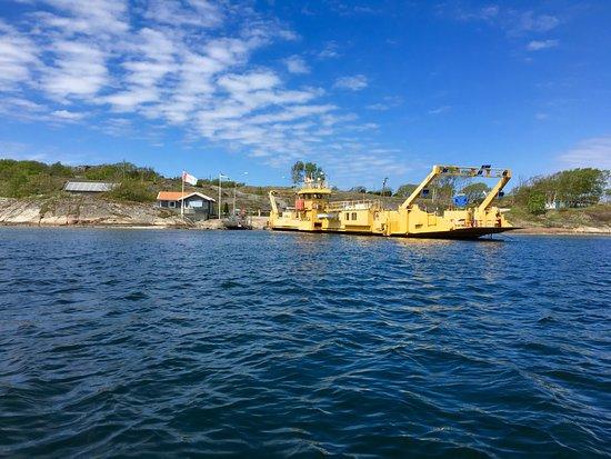 Ellos, Suecia: Färjan till Malö