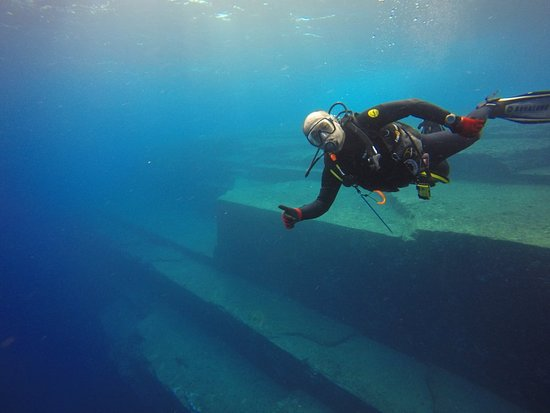 Yonaguni-cho, Japan: Dive Yonaguni Monument !