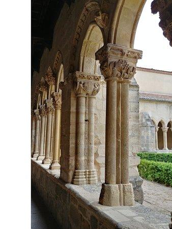 Province de Ségovie, Espagne : detalles del claustro