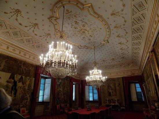 sala da pranzo con stucchi e dorature eleganti e bellissime - Foto ...