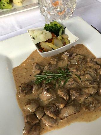 Hotel Rigi Restaurant: kalbsniere mit sauce und gemüse