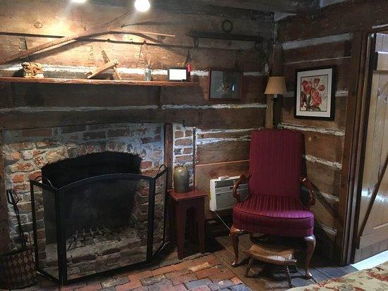 Prospect Hill Plantation Inn: Inside the Boys Cabin