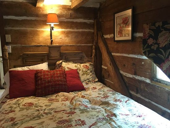 Prospect Hill Plantation Inn: Bed in the Boys Cabin