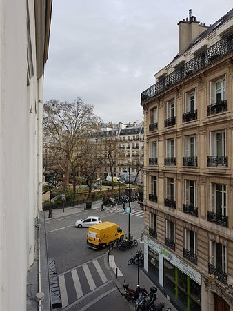GOLDEN HOTEL PARIS : View from the room