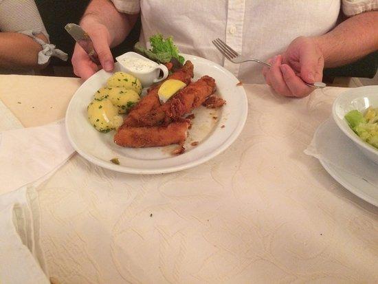 Leonding, Austria: Spargel Cordon Bleu (Spargel mit Schinken und Käse umwickelt)