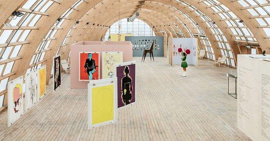 Virserums Konsthall övervåning. Utställningen 20/20 – 20 år och 20 konstnärer som visas 2018.
