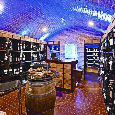 The Oak Tree Wine Cellar & Tasting Room