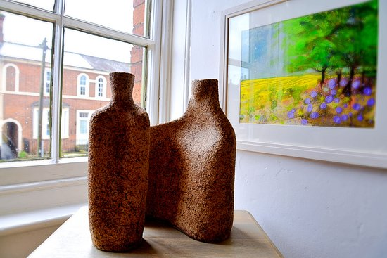 Tutbury, UK: Painting by Ruth Gray / ceramic by Mouseflower Ceramics