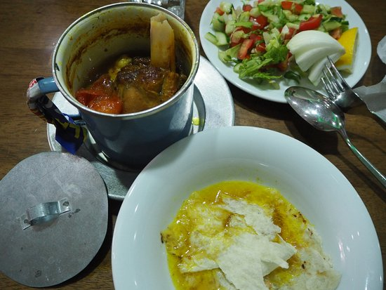 Igdir, Turcja: Lammhaxe mit Gemüse und Kichererbsen