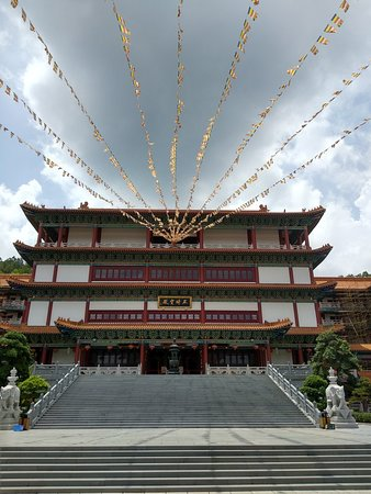 Visiting a Buddhist Temple Essay