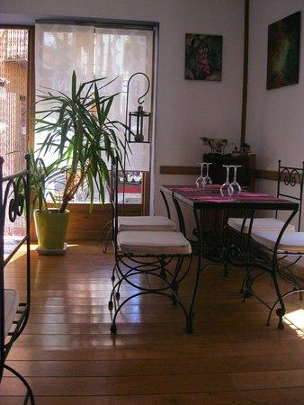 Moulinet, France: une salle de restaurant au charme  exotique