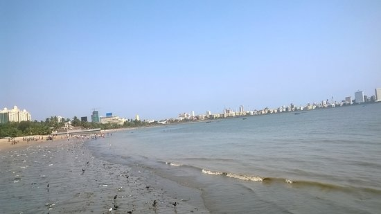 Nariman Point: The beach, before clean-up