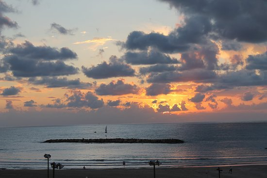 Tel Aviv District, Israel: Along the promenade