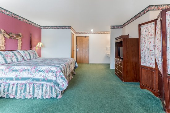 Reedsburg, WI: 1 King Bed Suite