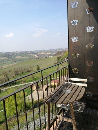 Agliano Terme, Italy: il balconcino con panorama sulle colline