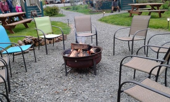 Bay City, OR: Fire pit also has roasting sticks available.