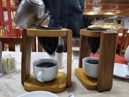 Poasito, Costa Rica: Table side brewing