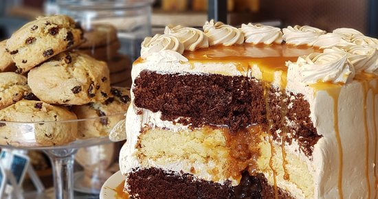 Holt, UK: Delicious homebaked cakes and treats