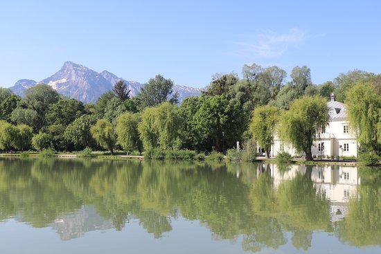 Panorama Tours: The lake from the backyard of the Sound of Music house.