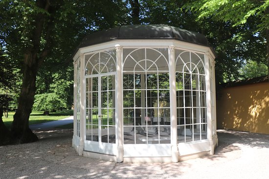 Panorama Tours: The famous gazebo from the film (actually one of three)
