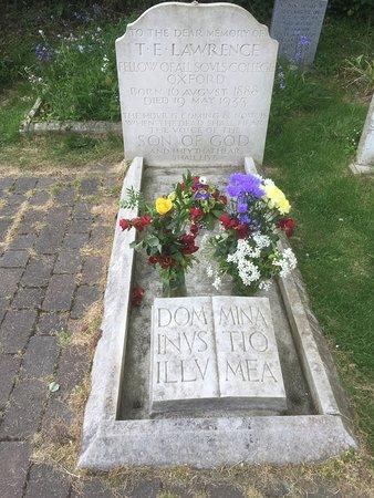 Moreton, UK: Lawrencs` gravestone