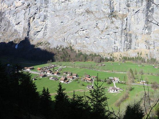 Lauterbrunnen: Вид на долину от Trummelbach