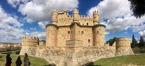 Resultado de imagen de castillo de guadamur