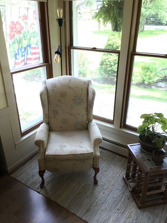 Uniontown, OH: Reading nook