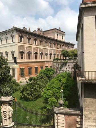Nuovo Hotel Quattro Fontane: Buenas vistas y céntrico, por lo demás fatal.