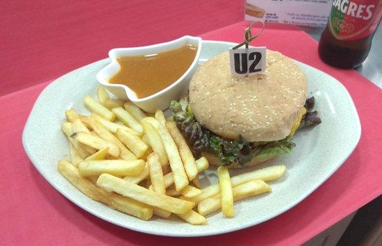 Barreiro, Πορτογαλία: Um toque especial... Não há como o nosso molho  Francesinha...