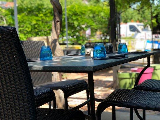 Saint-Hippolyte-du-Fort, ฝรั่งเศส: outdoor seating