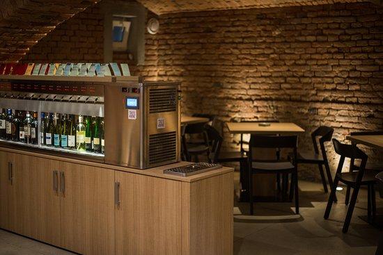 Brno, Czech Republic: Skvělý samoobslužný degustační automat