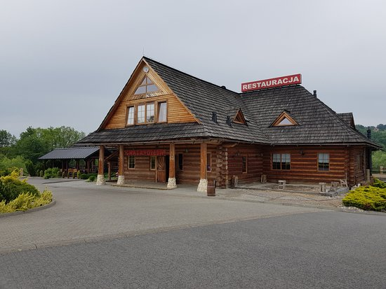 Gdow, Poland: Charakterystyczny duży budynek