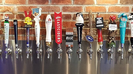 Towson, MD: Row of colors ...of beers