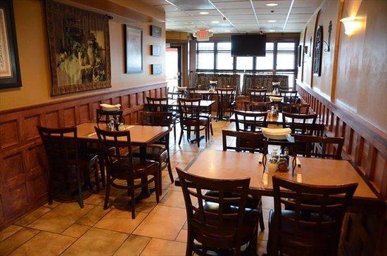Tree Guys Pizza Pub: Interior