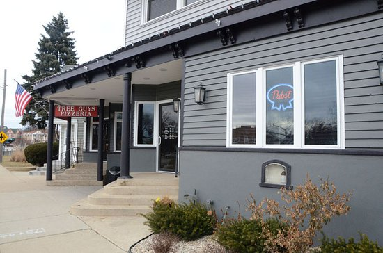 Tree Guys Pizza Pub: Exterior