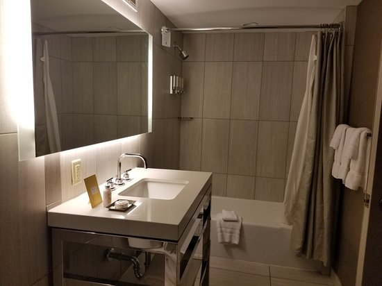 Sonesta Philadelphia Downtown : Bathroom