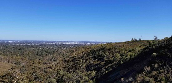 Lesmurdie, Australia: View of Perth from the main trail and lookout point.