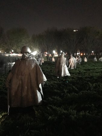 Korean War Veterans Memorial : Feels like you are walking along with these soldiers