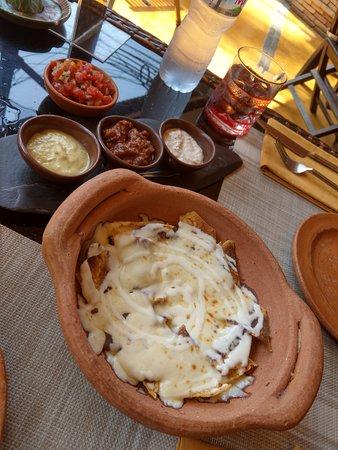Barrio Bonito : appetizer nachos