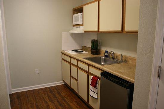 Affordable Suites of America, Greenville: studio suite kitchenette