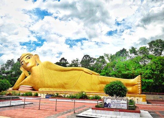 100 Feet Buddha