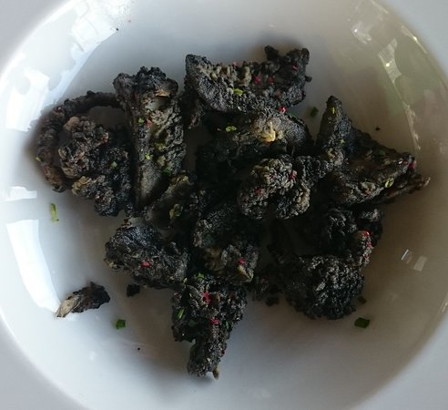 Mikrolimano, กรีซ: Baby cuttle fish fried in its ink