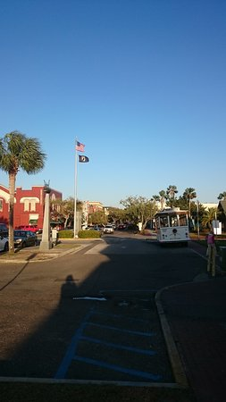 Amelia Island Historic District: Amelia Trolly Tours at end of main street